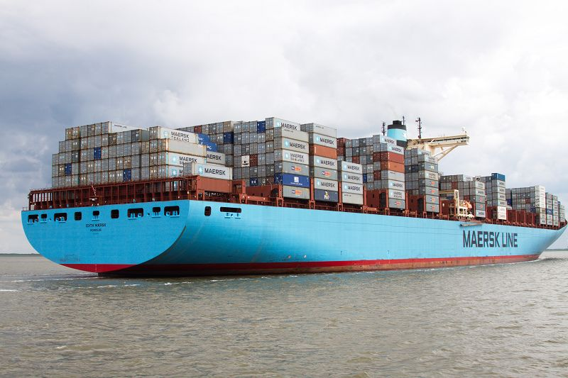Edith Maersk beim Einlaufen in Bremerhaven bis Mitte 2012 das größte Containerschiff der Welt.    L = 397 m, B = 56,4 m, Tiefgang 16,5 m, Ladefähigkeit = 14.700 Container (TEU), Verbrauch = 14.380 l, Schweröl/h, max. Geschwindigkeit 27 kn = 50 km/h,  Tragfähigkeit 157.000 t, 108.500 PS. Werft: Odense (Dänemark)